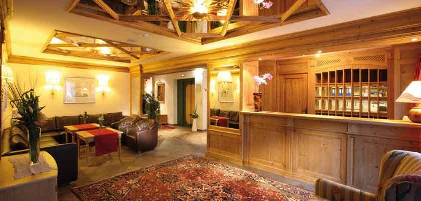 Austria_Obergurgl_Hotel_Weisental_reception.jpg